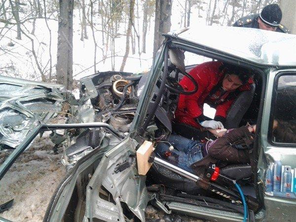 Спасатели вытащили из покореженной легковушки двух жительниц Симферополя (добавлены фото), фото-2
