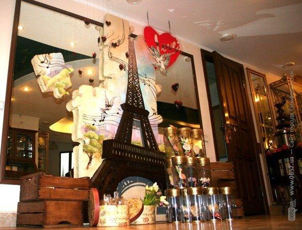 В Симферополе построили Эйфелеву башню (фото), фото-1