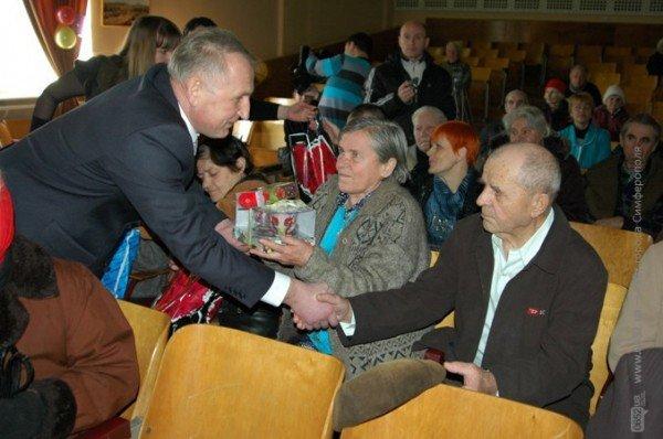 В Симферополе стариков поздравили с Днем святого Валентина (фото), фото-3