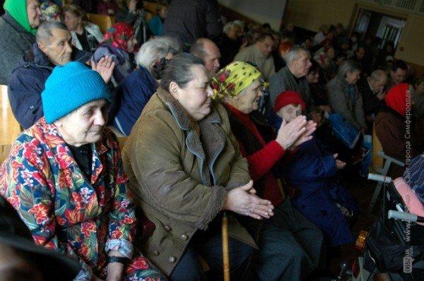 В Симферополе стариков поздравили с Днем святого Валентина (фото), фото-5