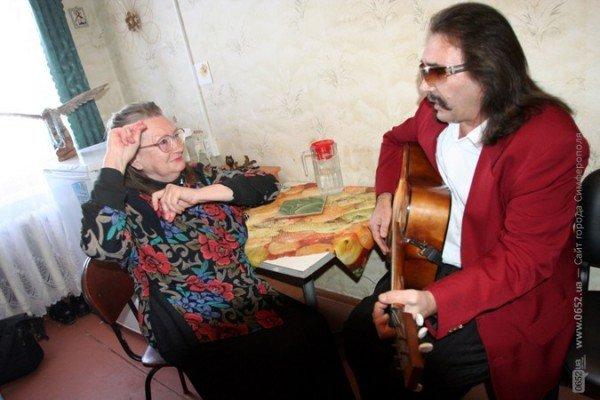 В Симферополе стариков поздравили с Днем святого Валентина (фото), фото-7