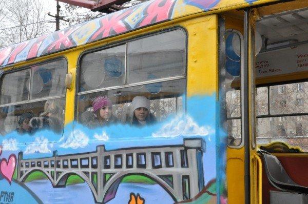 ФОТОРЕПОРТАЖ: В Запорожье на маршрут вышел трамвай Влюбленных, фото-4