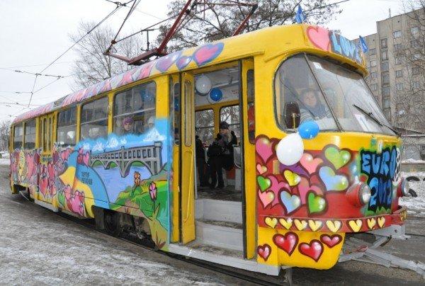 ФОТОРЕПОРТАЖ: В Запорожье на маршрут вышел трамвай Влюбленных, фото-1