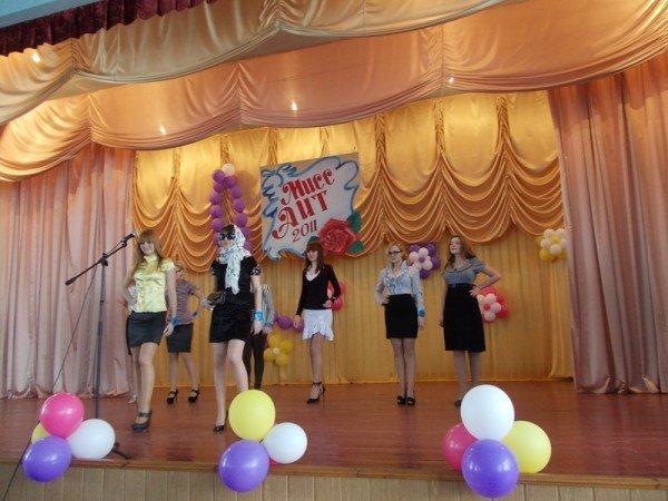 Титул в подарок ко дню рождения: в Артемовском индустриальном техникуме определили самую красивую студентку, фото-5
