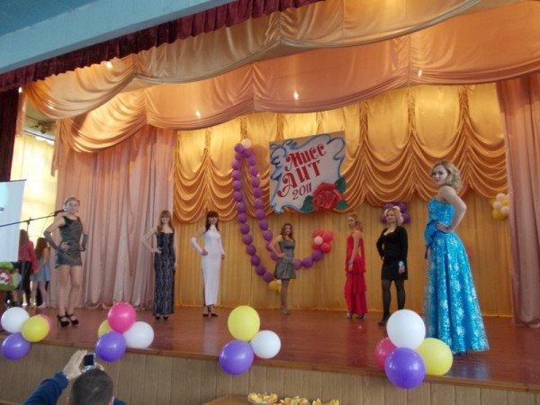 Титул в подарок ко дню рождения: в Артемовском индустриальном техникуме определили самую красивую студентку, фото-8