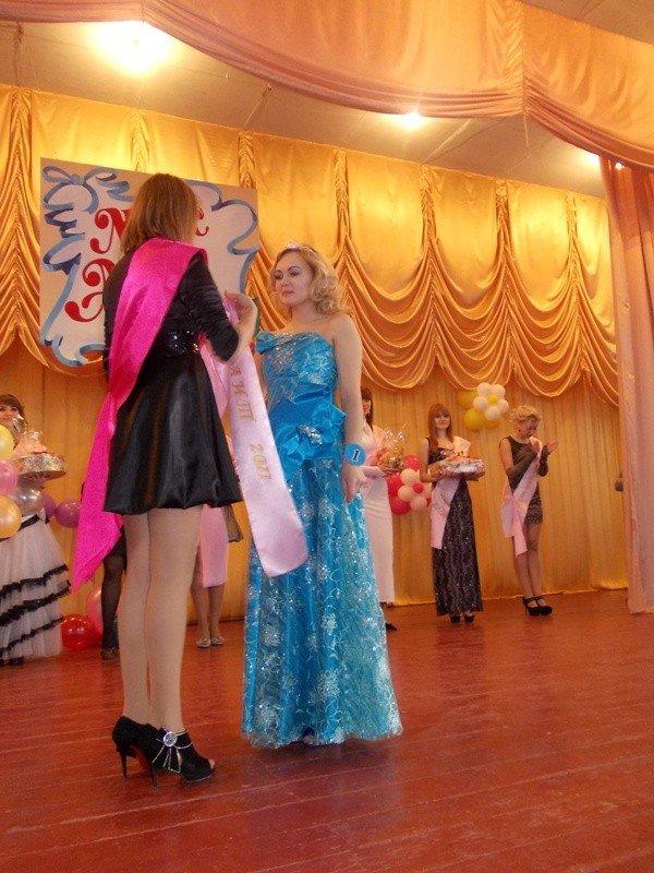 Титул в подарок ко дню рождения: в Артемовском индустриальном техникуме определили самую красивую студентку, фото-9