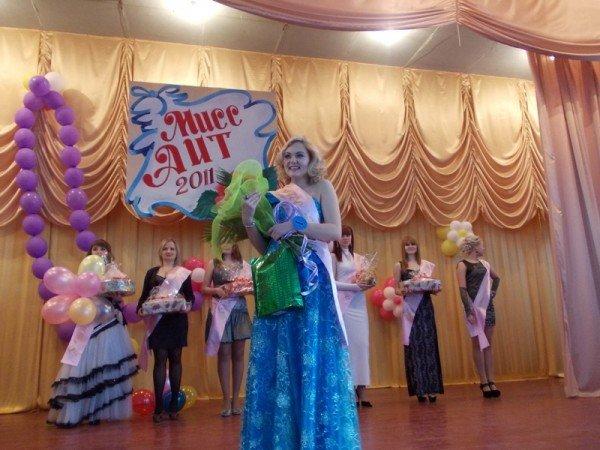 Титул в подарок ко дню рождения: в Артемовском индустриальном техникуме определили самую красивую студентку, фото-10