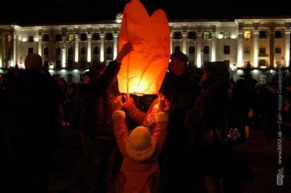 В День святого Валентина симферопольцы запускали небесные фонарики (фото), фото-3