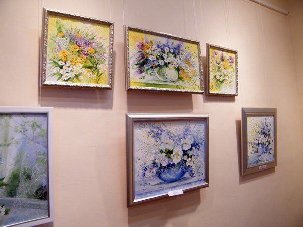 Горловские художники изобразили красоту и обаяние цветов и женщин, фото-1