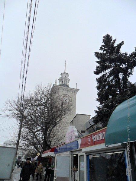 У Симферопольского ж/д вокзала сорвало крышу (фотофакт), фото-3