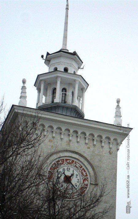 У Симферопольского ж/д вокзала сорвало крышу (фотофакт), фото-4