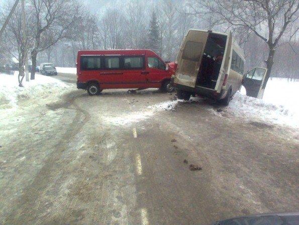 На Закарпатті зіткнулися два пасажирські автобуси (ФОТО), фото-1