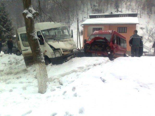 На Закарпатті зіткнулися два пасажирські автобуси (ФОТО), фото-2