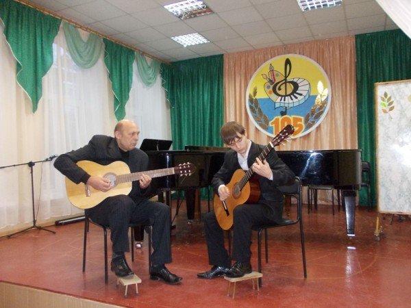 Артемовск: в Школе искусств учат концертному мастерству, фото-1