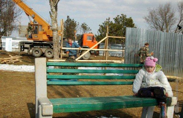 В Симферополе свернули стройку на детской площадке. Власти обещают – застройщикам дадут другие участки (фото), фото-1