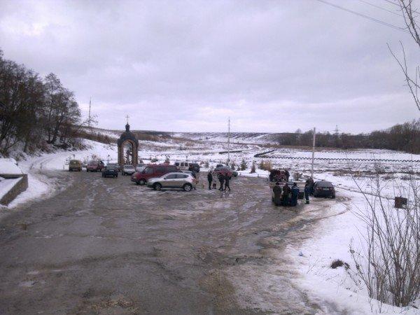 На стоянці біля джерела в Ступках не розминулися дві іномарки (фото), фото-1