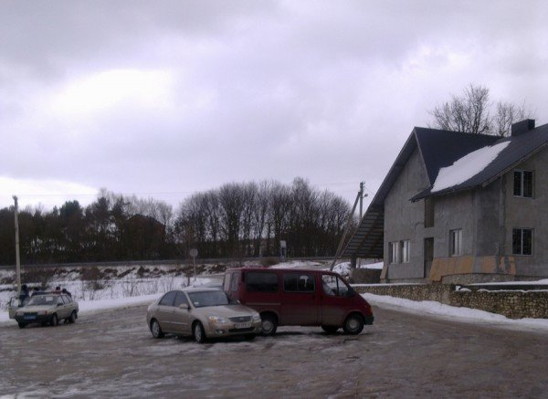 На стоянці біля джерела в Ступках не розминулися дві іномарки (фото), фото-2