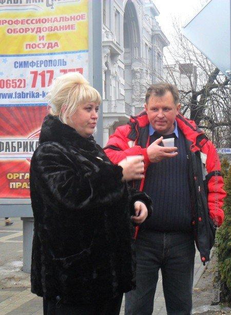 В центре Симферополя бесплатно кормили блинами – с вареньем, медом и сметаной (фото), фото-9