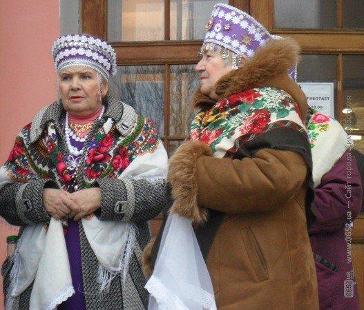 В центре Симферополя бесплатно кормили блинами – с вареньем, медом и сметаной (фото), фото-3