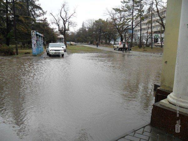 Центр Симферополя уходит под воду (фото), фото-1