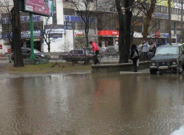 Центр Симферополя уходит под воду (фото), фото-3