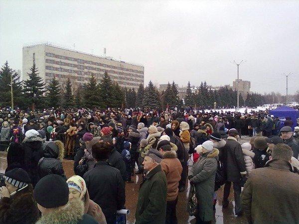 Вчера на площади Революции горловчанам раздали более 3000 бесплатных блинов, фото-2