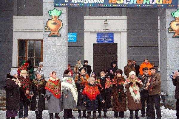 В поселке Изотова проводили Масленицу вместе с депутатами, фото-1