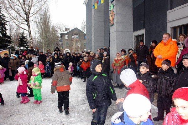 В поселке Изотова проводили Масленицу вместе с депутатами, фото-2