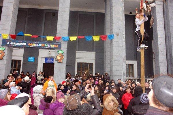 В поселке Изотова проводили Масленицу вместе с депутатами, фото-3