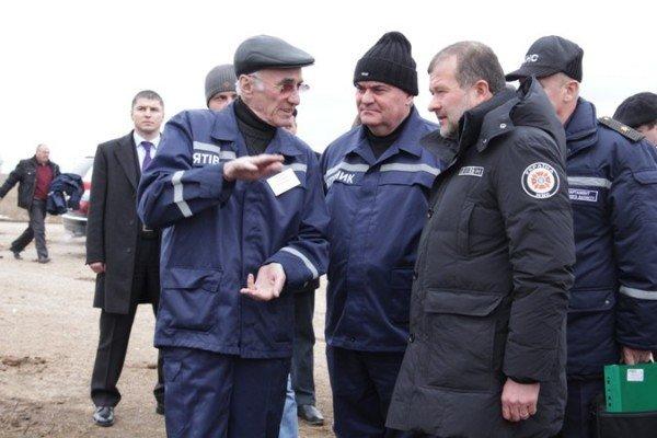В Евпаторию приехал главный МЧСник страны. Осмотрел место аварии, пообещал помочь деньгами (фото), фото-1