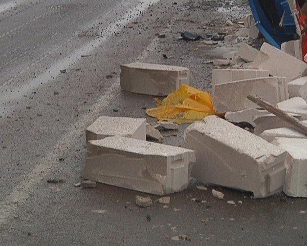 На  трассе Кривой Рог - Днепропетровск перевернулся грузовик (ФОТО), фото-2
