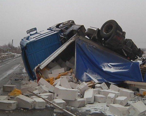 На  трассе Кривой Рог - Днепропетровск перевернулся грузовик (ФОТО), фото-4