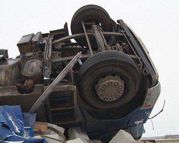 На  трассе Кривой Рог - Днепропетровск перевернулся грузовик (ФОТО), фото-8