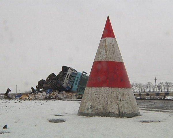 На  трассе Кривой Рог - Днепропетровск перевернулся грузовик (ФОТО), фото-9