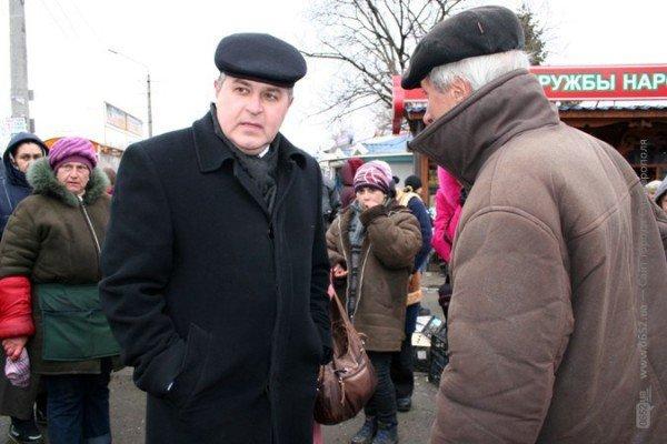 Власти Симферополя не могут справиться со стихийщиками на Центральном рынке (фото), фото-1