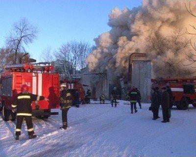 У Львові згоріли деревообробні цехи, фото-4