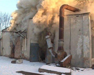 У Львові згоріли деревообробні цехи, фото-3