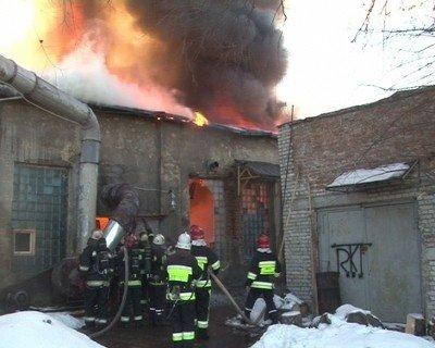 У Львові згоріли деревообробні цехи, фото-1