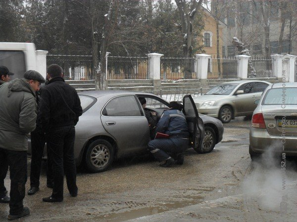 ДТП в Симферополе: минивэн «поцеловал» легковушку (фото), фото-3