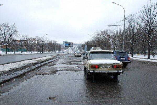 В Харьков пришла весна и вернулись разбитые дороги (фоторепортаж), фото-3