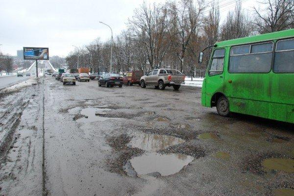 В Харьков пришла весна и вернулись разбитые дороги (фоторепортаж), фото-1