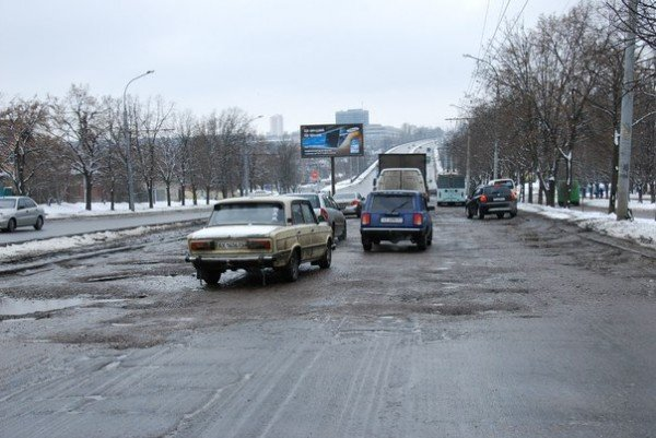 В Харьков пришла весна и вернулись разбитые дороги (фоторепортаж), фото-11
