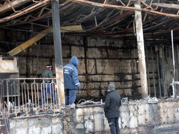 В центре Донецка сгорел «Истамбул» (фото), фото-1