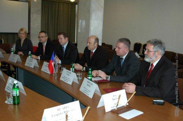 Могилев не встретился с чешской делегацией из-за прорванного трубопровода (фото), фото-2