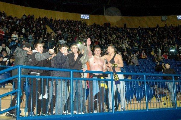 Харьковские футбольные фаны выступили против закона, запрещающего драки и петарды на стадионах (фото), фото-1