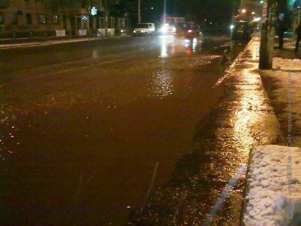 В Симферополе вода подтопила остановку (фото), фото-4