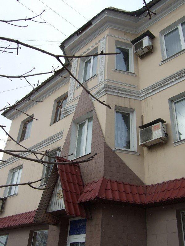 В центре Донецка с аварийного карниза на людей падают кирпичи (фото), фото-2
