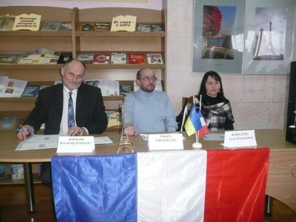 В Луганске вместо Путина выбрали Марина Ле Пена (ФОТО), фото-1