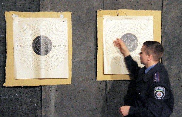 Харьковчанки-милиционеры отметили 8 Марта соревнованиями по стрельбе (фоторепортаж), фото-7