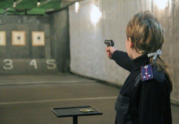 Харьковчанки-милиционеры отметили 8 Марта соревнованиями по стрельбе (фоторепортаж), фото-1